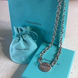 Tiffany & Co. Return to Tiffany oval tag choker